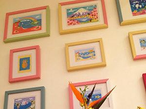 吹き付けて着色する意味のフランス語で、 近年、最も原画に忠実な表現ができる技法として注目され使用されている。 リトグラフ、シルクスクリーンに次ぐ新たな版画の種類として広く利用されている。 nogchi ARTでは、ペーパージクレーと、キャンバスジクレーの作品を取り扱っています。